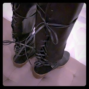 Shoes - Lace up boots 👢